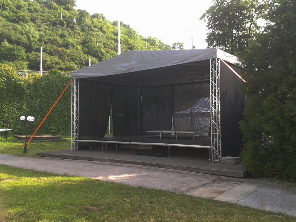 20130524 Občanská plovárna Střecha TAF 8x6m